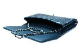 CHANEL_CLASSIC_CLUTCH_OPEN